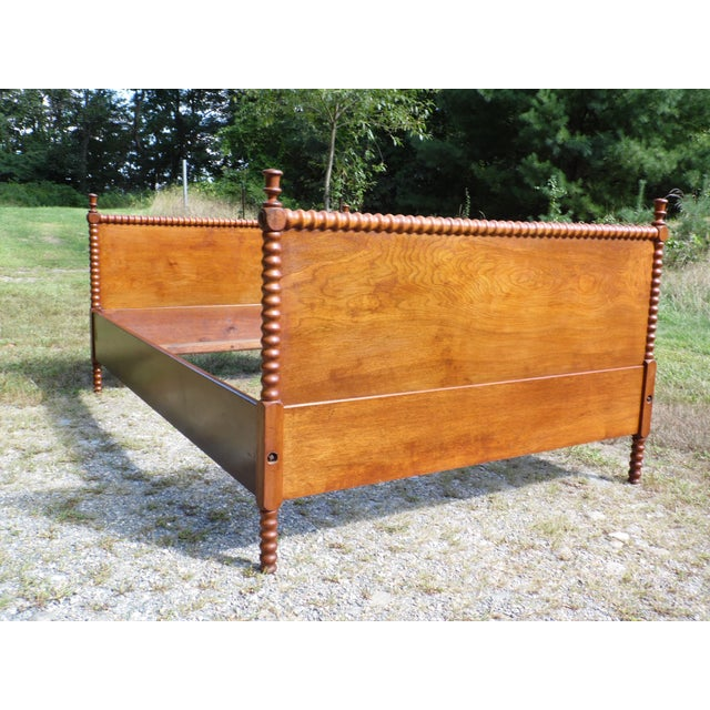 Antique Solid Hardwood Double Full Size Jenny Lind Spool Bed Tulip Finial Daybed For Sale - Image 11 of 13