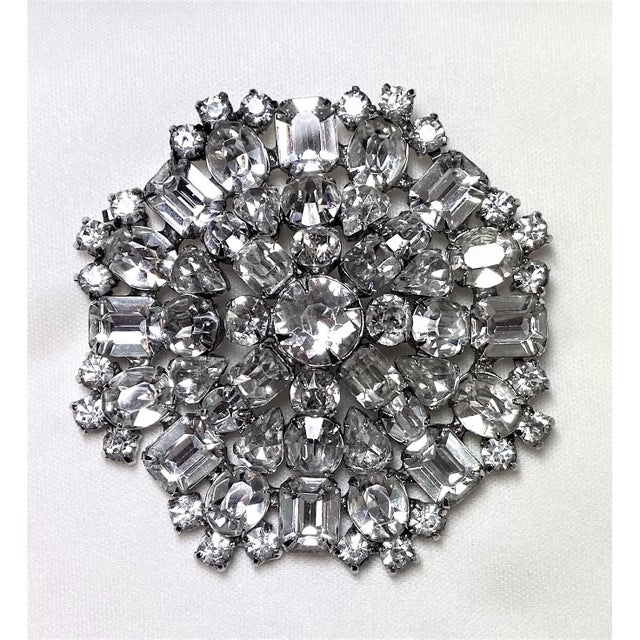 1950s Rhodium-Plated Faceted Glass Stone Brooch For Sale - Image 10 of 10
