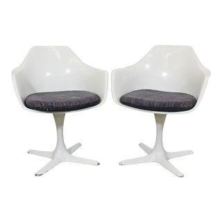 Pair of Mid-Century Modern Saarinen Style Burke Tulip Swivel Dining Chairs For Sale
