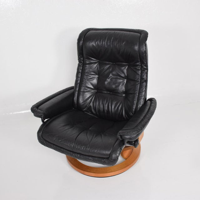 Vintage Scandinavian Modern Ekornes Stressless Recliner Chair & Ottoman For Sale - Image 10 of 11