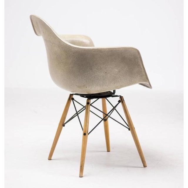Enamel Charles Eames PAW Rope Edge Dowel Leg Swivel Chair For Sale - Image 7 of 7