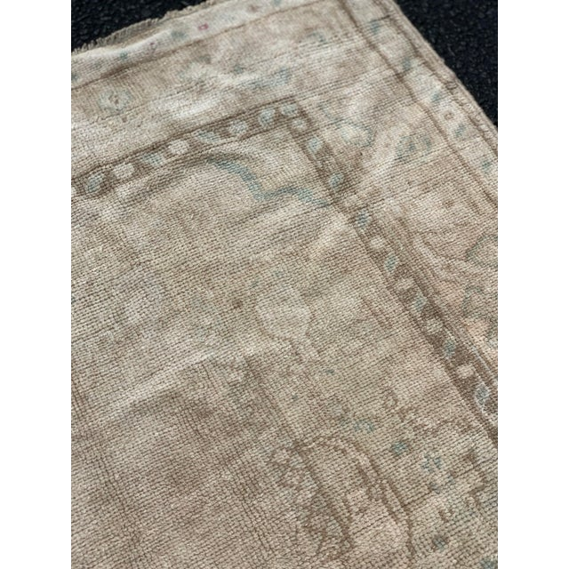 "1950's Vintage Turkish Oushak Wide Runner Rug - 5'2"" x 8'4"" For Sale - Image 10 of 13"