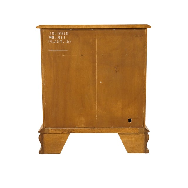 """20th Century Early American Ethan Allen Heirloom Nutmeg Maple 22"""" Cabinet Nightstand For Sale - Image 11 of 13"""