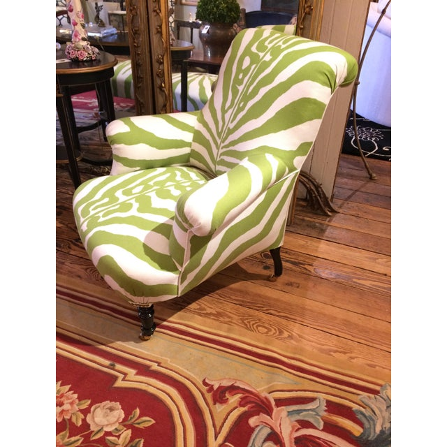 https://chairish-prod.freetls.fastly.net/image/product/sized/bdb63bb8-0d57-469f-867a-ec6f4b2a2e4c/apartment-sized-granny-apple-green-and-white-zebra-club-chair-7350?aspect=fit&width=640&height=640