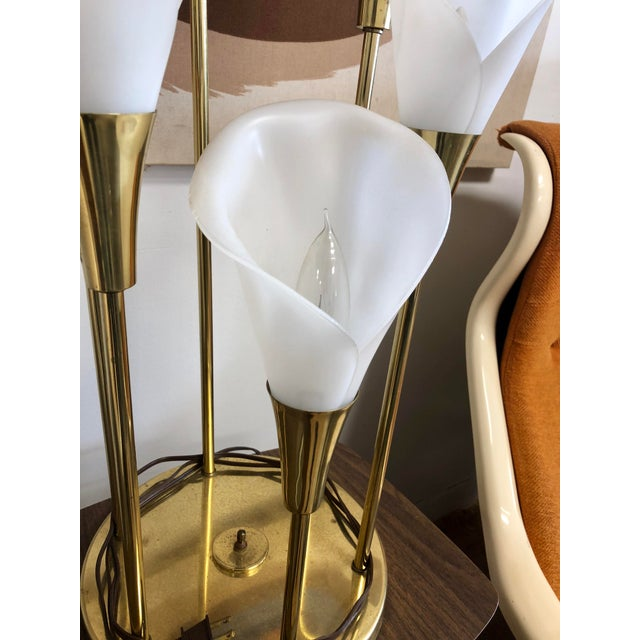Fun piece in working condition. These models came with anywhere from 1 to 6 calla lilys, with 6 being a popular choice.