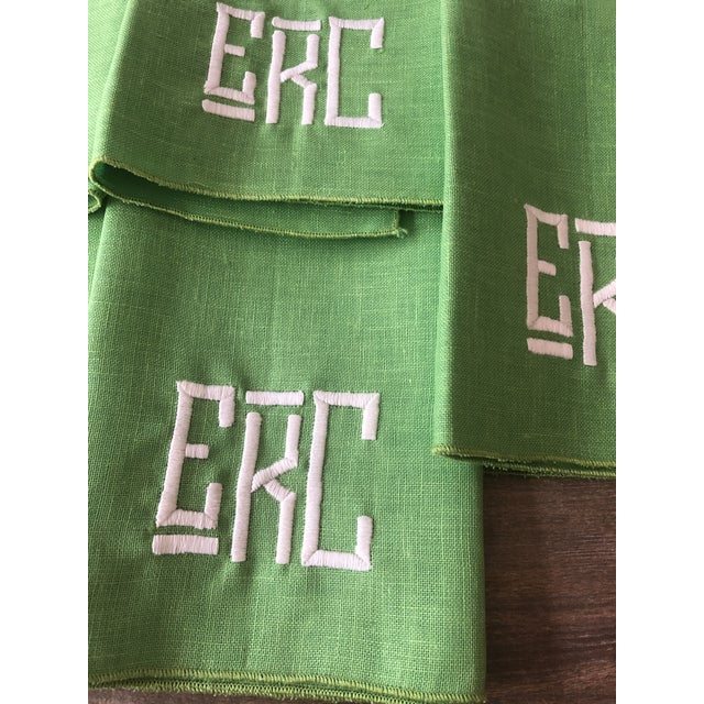 Exquisite vintage set of five Kelly green linen napkins with monogram letters EKC in white.