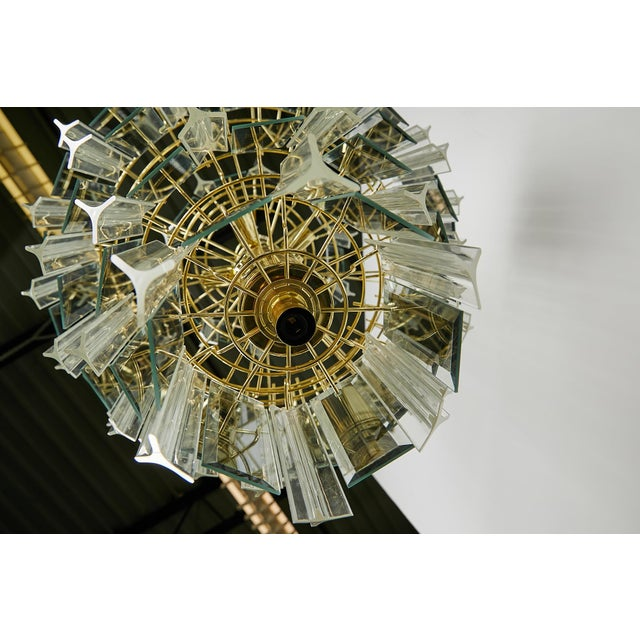 1960s Vintage Italian Waterfall Chandelier With Lucite and Mirrored Prisms For Sale - Image 5 of 13