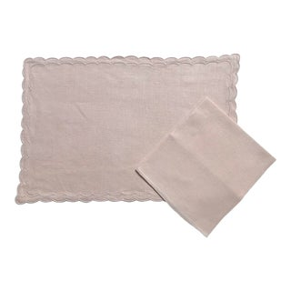 Set of 12 Vintage Ballet Pink Linen Place Mats and 12 Matching Dinner or Luncheon Napkins For Sale