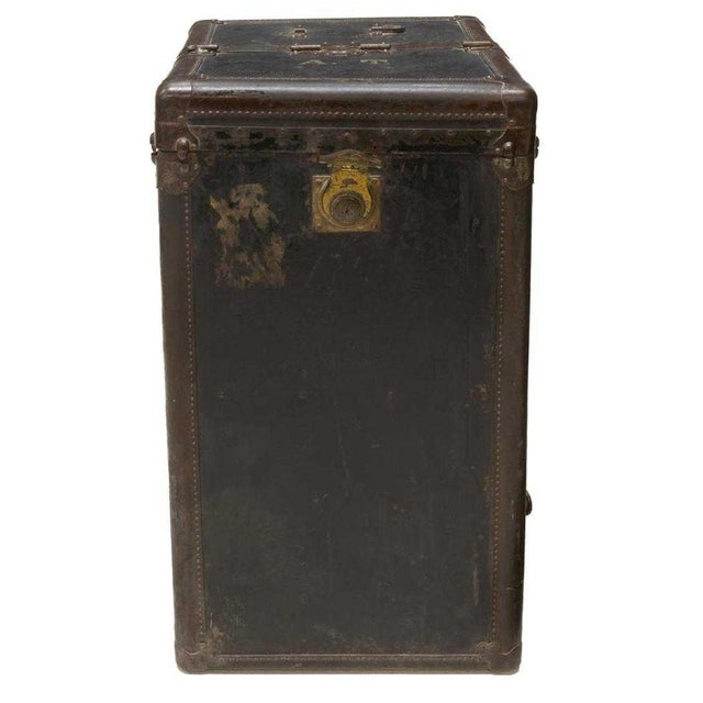 Unique and highly collectable antique Hartmann cushion top wardrobe trunk. It features a lift top and hinged sides,...