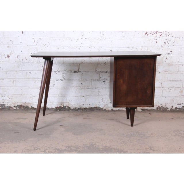 Paul McCobb Mid-Century Modern Planner Group Desk and Chair, Newly Restored For Sale - Image 10 of 13