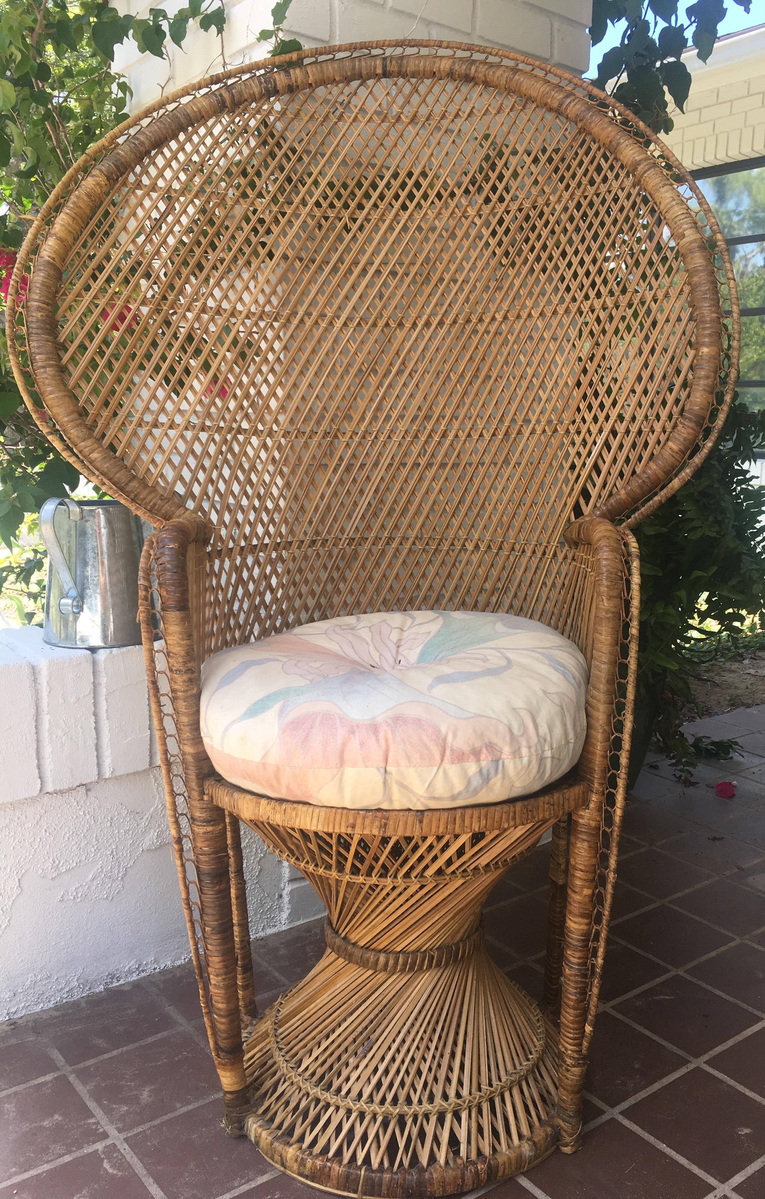 Beautiful Vintage Peacock Rattan Wicker Chair In Good Vintage Condition!  Handmade Chair With A Lot