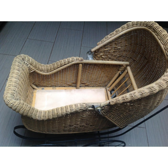 Early 1900's Victorian Baby Wicker Buggy For Sale - Image 4 of 10