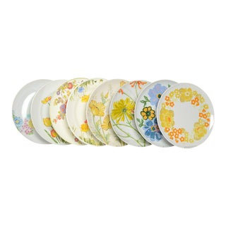 Vintage Bold and Bright Floral Dinner Plates - Set of 8 For Sale