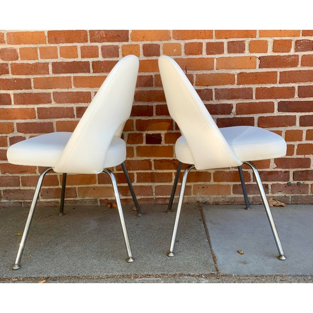 Mid-Century Modern Knoll Saarninen White Executive Chairs- A Pair For Sale - Image 3 of 12