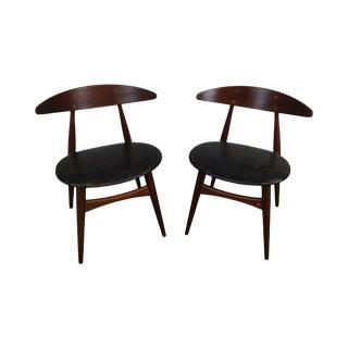 Hans J Wegner by Carl Hansen & Son Ch 33 Danish Modern Pair Teak Side Chairs For Sale