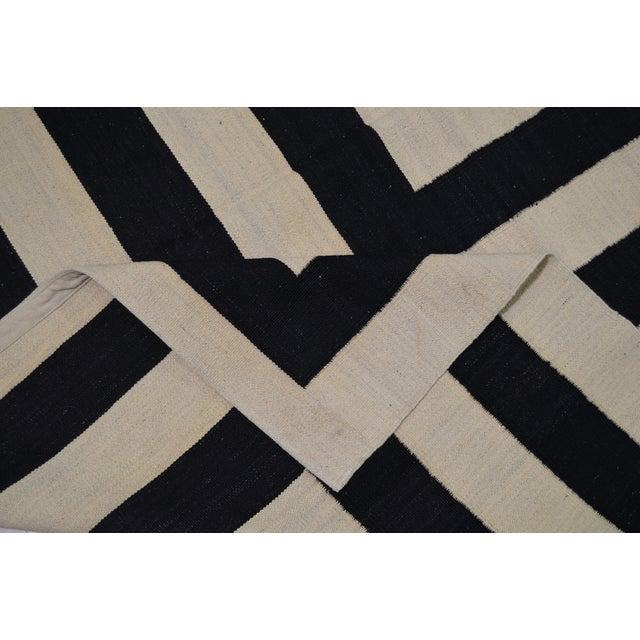 "Contemporary Maimana Kilim Rug - 6'7""x9'9"" For Sale - Image 5 of 6"