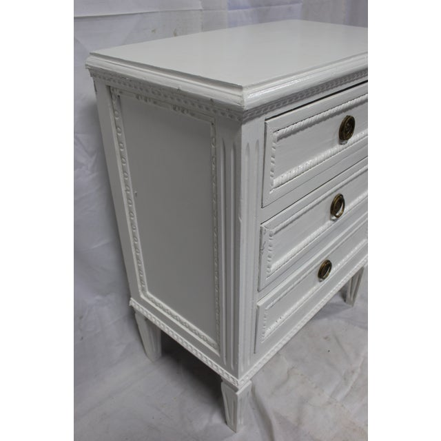 20h Century Gustavian Dove Wing Bedside Chests - a Pair For Sale In Atlanta - Image 6 of 9