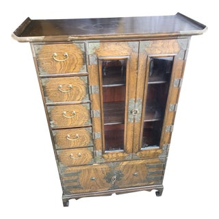 Early 20th Century Chinoiserie George III Brass-Mounted Elm Armoire Cabinet For Sale