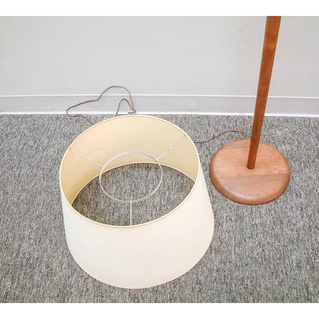 Walnut Floor Lamp Attributed to Vladimir Kagan For Sale In Richmond - Image 6 of 7