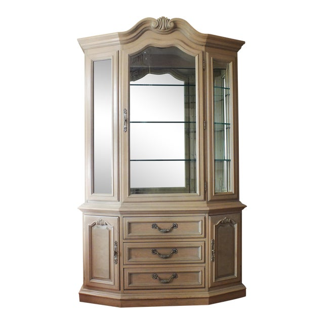 Thomasville Country French China Cabinet - Image 1 of 11