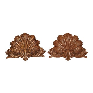Pair of Late 19th Century Carved Oak Shells From France For Sale
