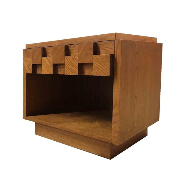 Mid Century Modern Lane Brutalist Oak Sculpted Walnut Nightstand / End Table Nightstand is in excellent condition! Drawer...