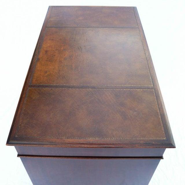 Beacon Hill Georgian Style Mahogany Pedestal Desk - Image 9 of 11
