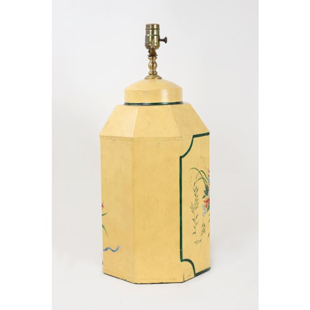 1970s English Export Hexagonal Tole Tea Caddy Lamp No.5 Handpainted in Yellow For Sale - Image 5 of 8