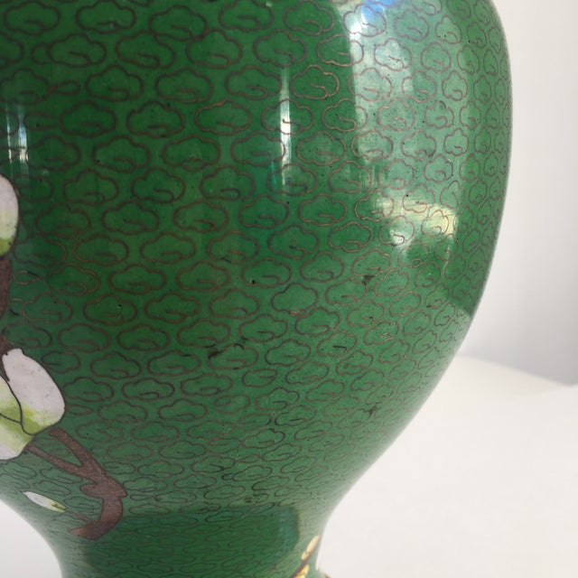 1960s Chinoiserie Kelly Green Large Cloisonné Vase For Sale - Image 4 of 10