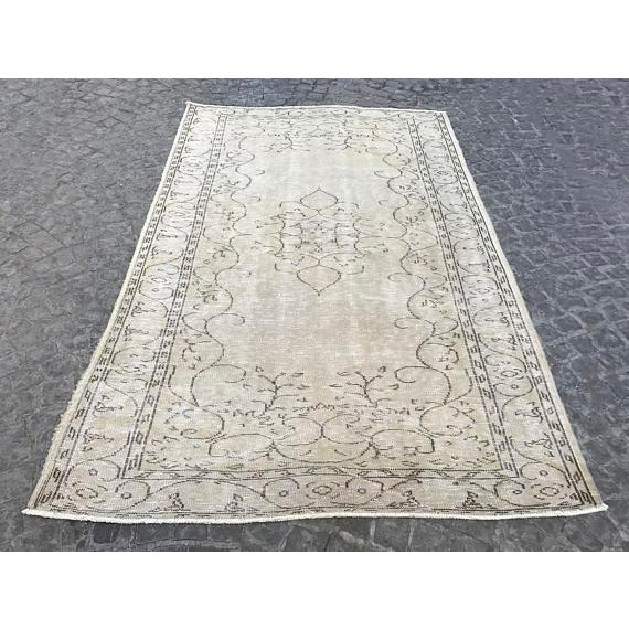 Handwoven Beige Vintage Anatolian Rug - 5′4″ × 8′7″ For Sale In Austin - Image 6 of 6