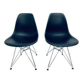 Pair of Eames Black Molded Plastic Sides Chair for Herman Miller For Sale