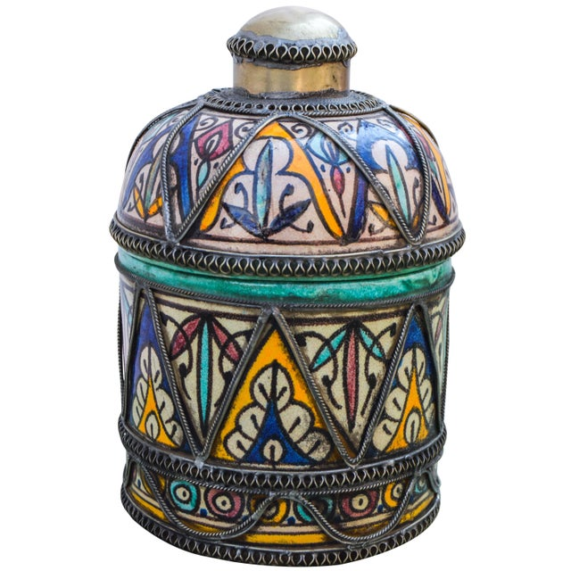 Andalusian Filigree Ceramic Box For Sale In New York - Image 6 of 13
