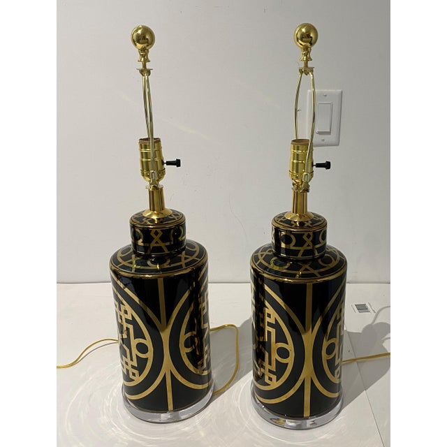 1950s Mid-Century Modern Porcelain and Lucite Table Lamps - a Pair For Sale - Image 5 of 13