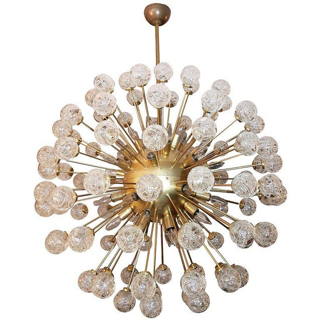 Sputnik chandelier with 96 Murano glass pieces in the shape of roses with 34 lights. L-361