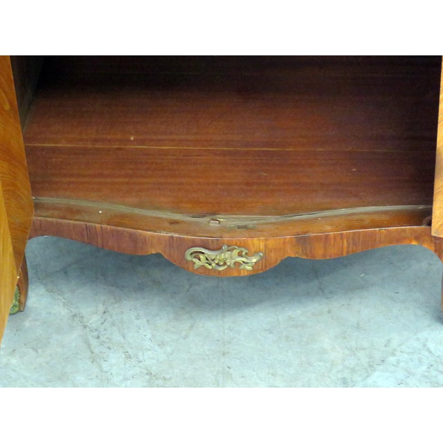 Gold Pair of Maison Jansen Inlaid Marble Top Commodes For Sale - Image 8 of 11