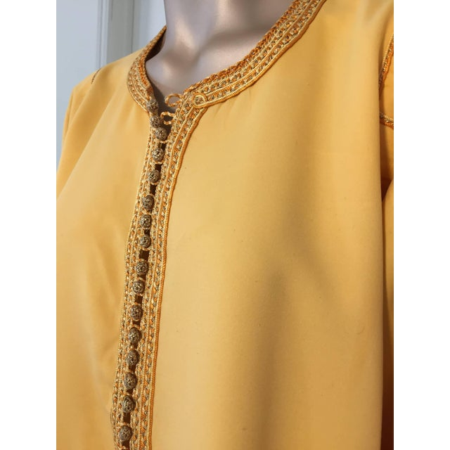 Mid 20th Century Moroccan Vintage Yellow Gold Caftan For Sale - Image 5 of 10