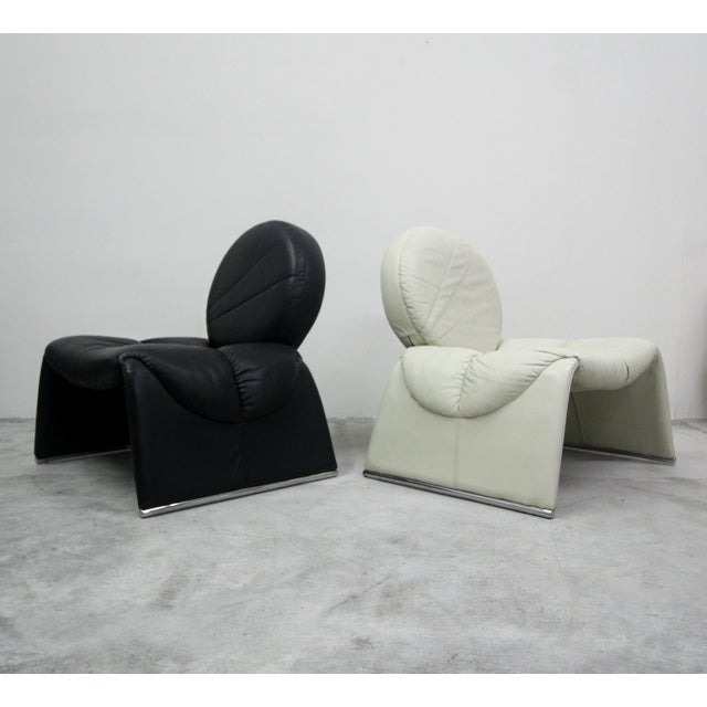 Saporiti Pair of Black and White Vintage Leather Italian Lounge Chairs For Sale - Image 4 of 10