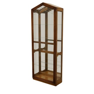 20th Century Traditional Pulaski Furniture Illuminated Display Curio Cabinet For Sale