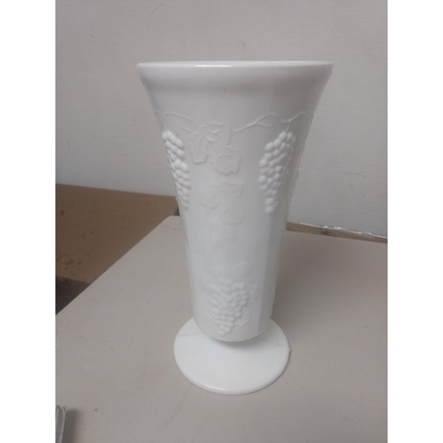 Large Milk Glass Vase - Image 4 of 4
