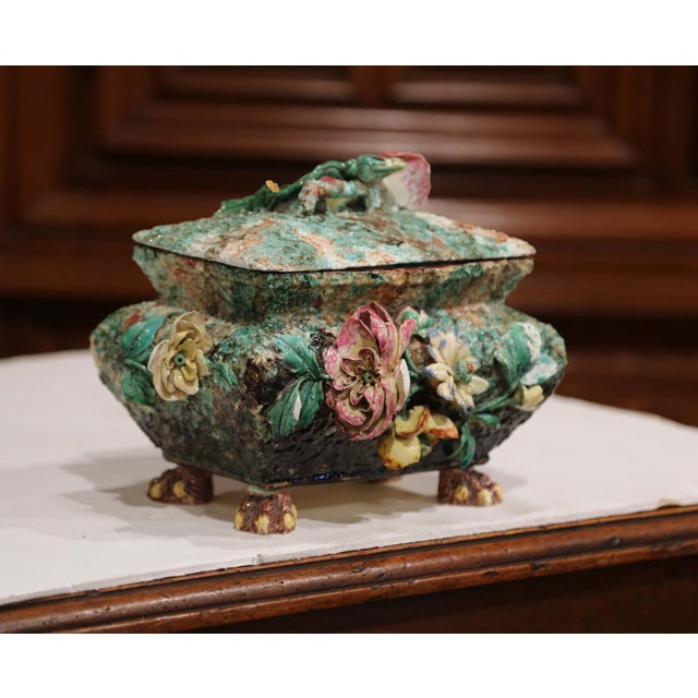 19th Century French Painted Ceramic Barbotine Decorative Box With Floral Motif For Sale In Dallas - Image 6 of 11