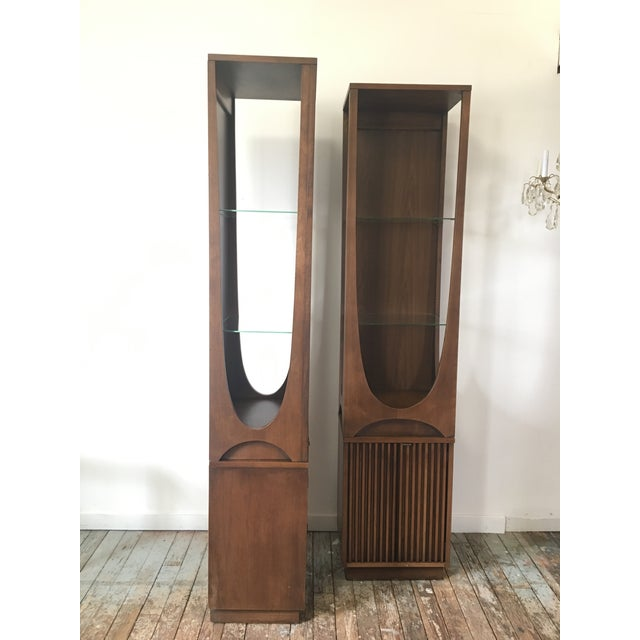 Brown On Hold Broyhill Brasilia Rare Curio Towers - a Pair For Sale - Image 8 of 11