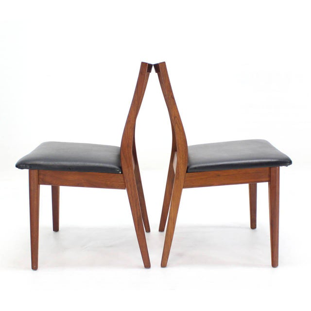 Set of nice mid-century modern oiled walnut side chairs in style of Risom.