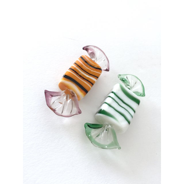 Here is a collection of 25 Murano glass candies. Made in Italy, these small handblown sculptures come in a variety of...