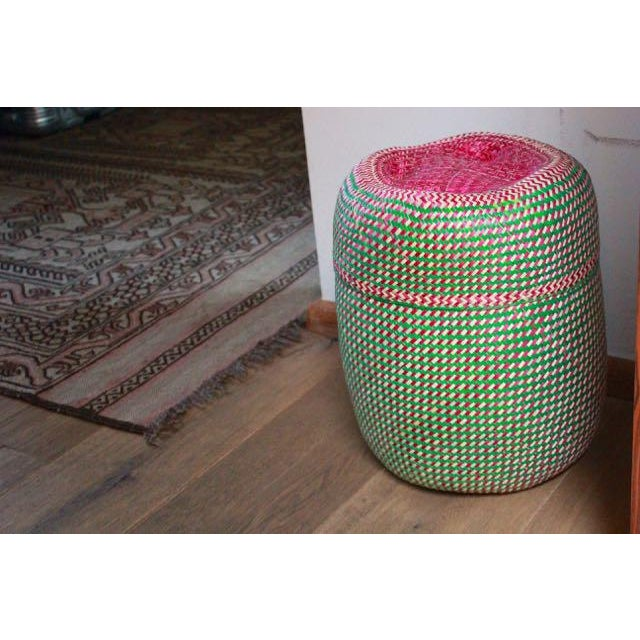 Hand-Woven Tenate Oaxacan Basket in Green and Hot Pink For Sale - Image 4 of 5