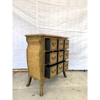 Antique Chest of Drawers Preview