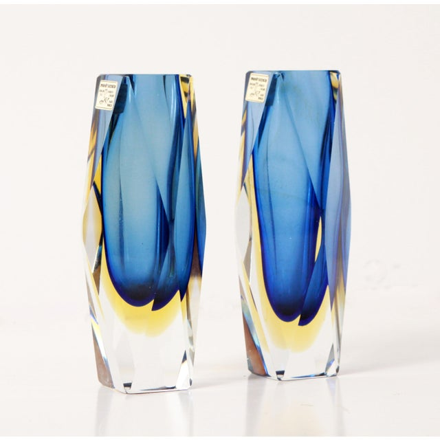 "Mid-Century Modern Vintage 6"" Murano Art Glass Seguso Blue & Amber Faceted Vases by Alessandro Mandruzzato - a Pair For Sale - Image 3 of 9"