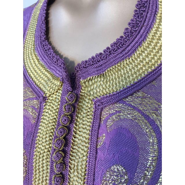 1970s Lavender and Gold Brocade Maxi Dress Caftan, Evening Gown Kaftan For Sale - Image 4 of 10