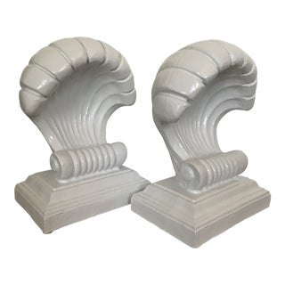 1970s Vintage Coastal Regency Scale White Lacquered Shell Bas - a Pair For Sale