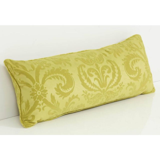 The acid green of this long cushion gives this traditional fabric a fresh, modern look. Perfect for a bed or on a sofa,...