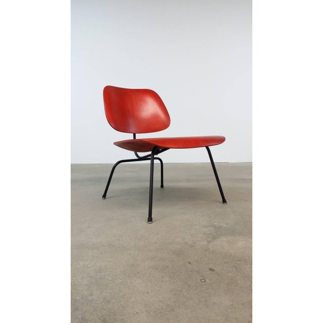 Fully Restored Early Red Aniline Dye Eames Lcm For Sale - Image 10 of 10